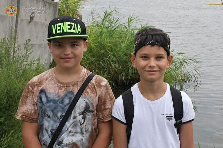 Хлопчаки врятували пенсіонерку, яка тонула в річці (Відео)