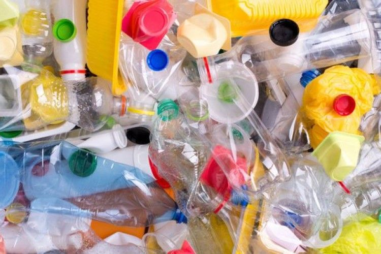 В організмі 90% підлітків вчені помітили хімікати з пластику