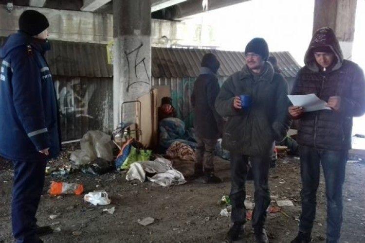 Рятувальники допомогли жінці, яка замерзала біля смітників