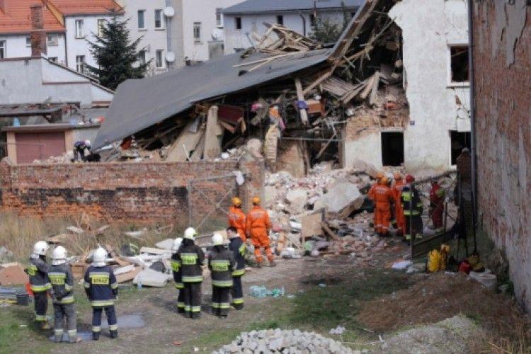 Вибух зруйнував будинок в Польщі. Є загиблі (фото)