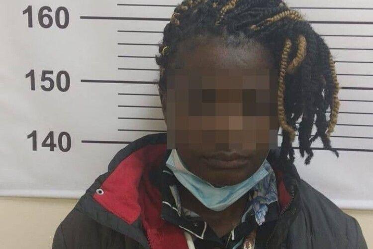 На «Ягодині» затримали африканку, яка вдавала італійку (Фото)