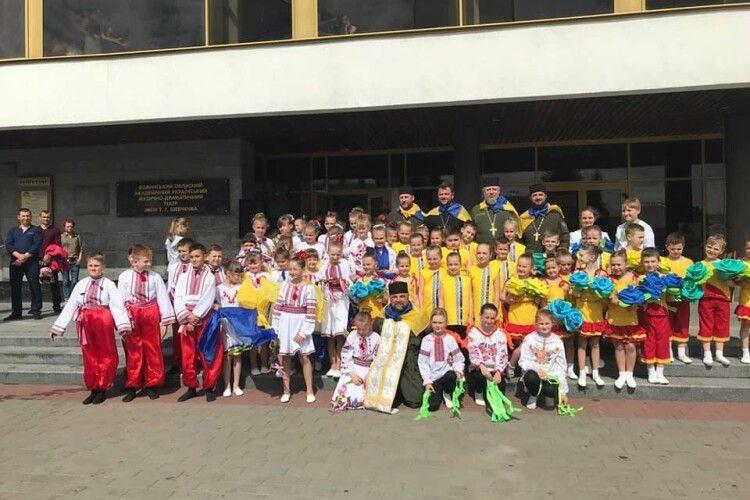 Волинські капелани взяли участь у відкритті фестивалю учнівської творчості «Дивосвіт дитячих талантів» (фото)