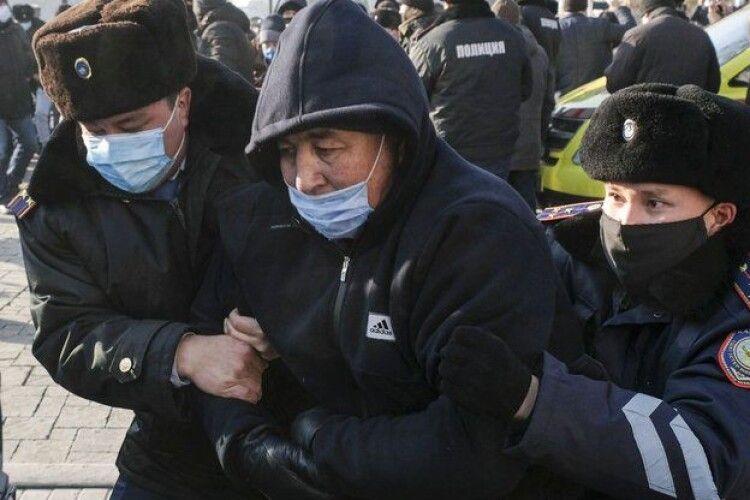 Вибори до парламенту: у Казахстані спалахнули протести, десятки затриманих