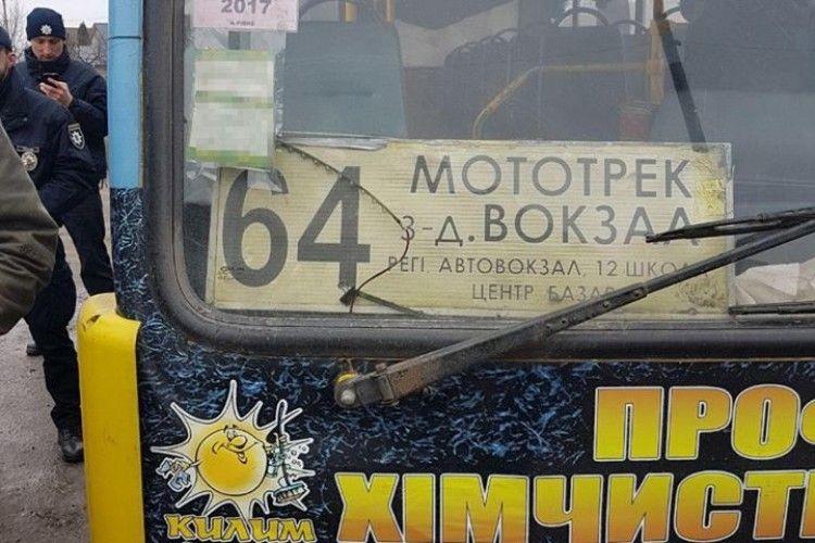 На Рівненщині водій маршрутки шокував патрульних технічним станом автомобіля