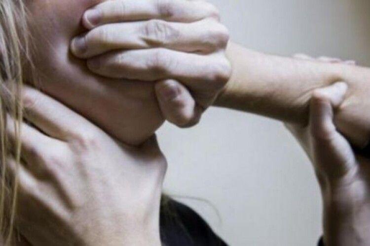 На Волині 63-річний ґвалтівник мав статеві стосунки з усіма жінками в домі (Відео)