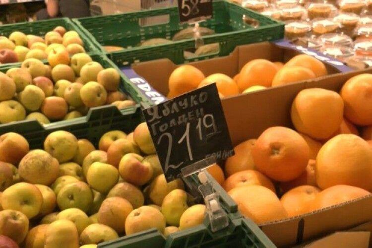 У луцьких магазинах скасували фасування овочів та фруктів в окремі пакети