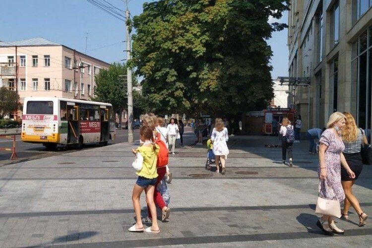 Чи вплинула відмова від жорстких обмежень на епідситуацію в Луцьку (Відео)