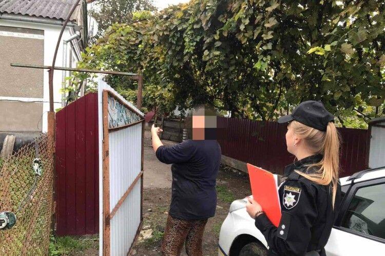 У селі на Горохівщині жінка проникла в чужу хату