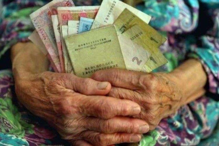 Українці можуть отримати пенсії померлих родичів: як це зробити