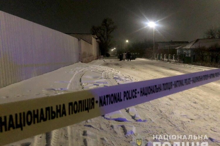 На Миколаївщині чоловік, який понівечив батька, під час слідчих дій відкрив вогонь по поліцейським