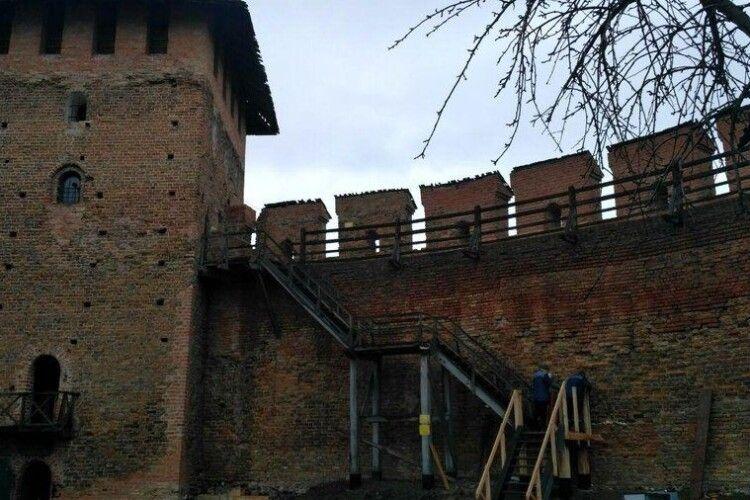 У Луцькому замку вперше за останні 20 років відновлюють сходи