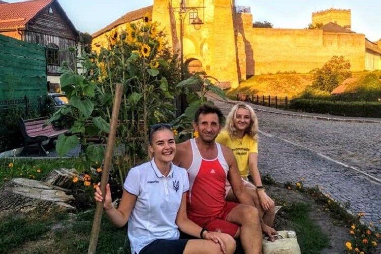 На місці Лесиного ясена в Луцьку посадили чорнобривці й соняшники (Фото)