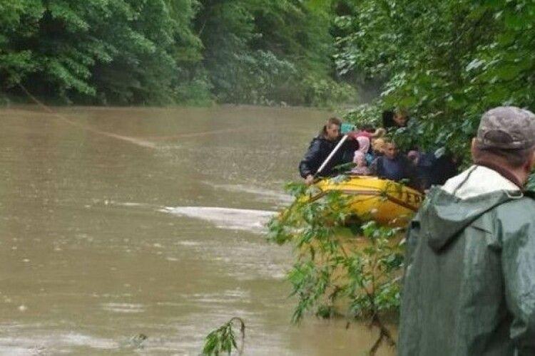 З водяної пастки врятували 15 рівненських туристів