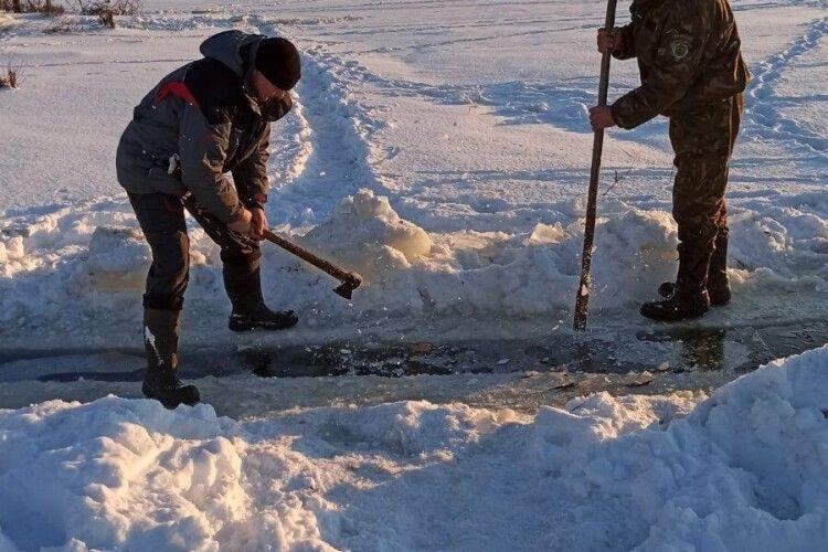 Волинський рибоохоронний патруль закликає рибалок рубати ополонки