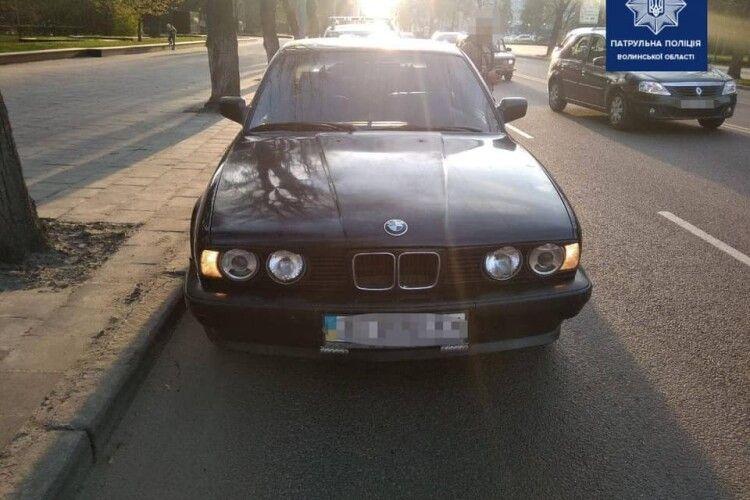 Підрізав авто і створював аварійну ситуацію: в Луцьку у водія BMW забрали права