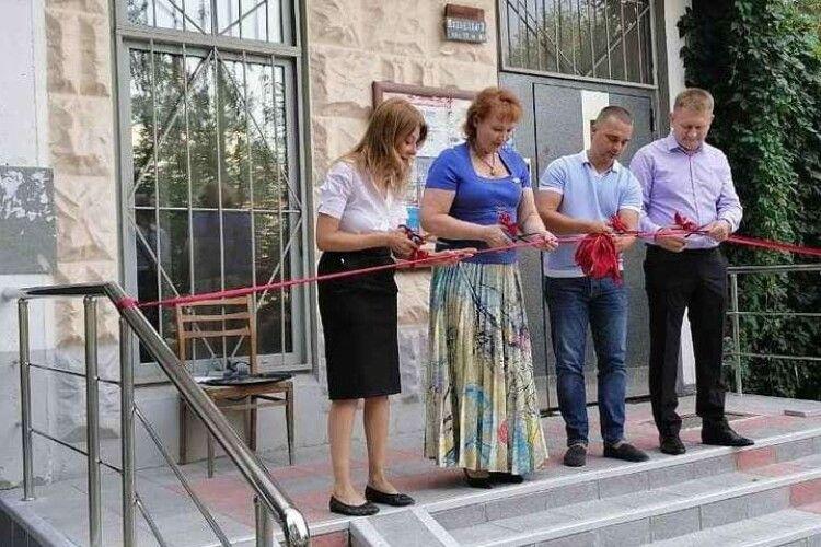 Депутатка урочисто відкрила нові сходи