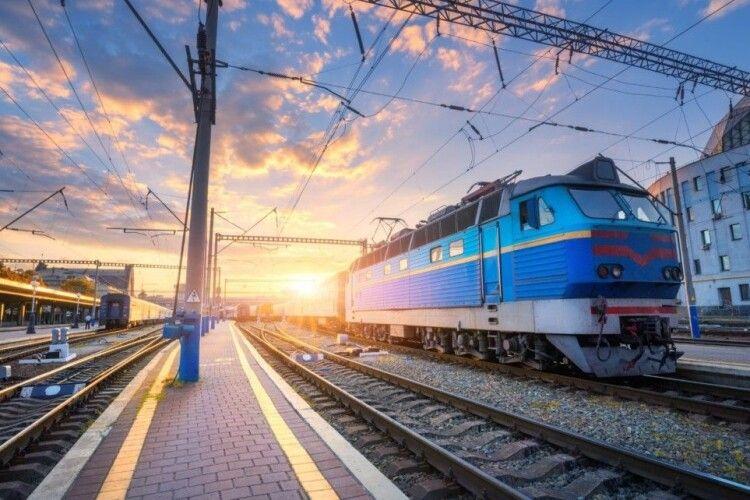 «Укрзалізниця» призначила 15 додаткових потягів з нагоди свята