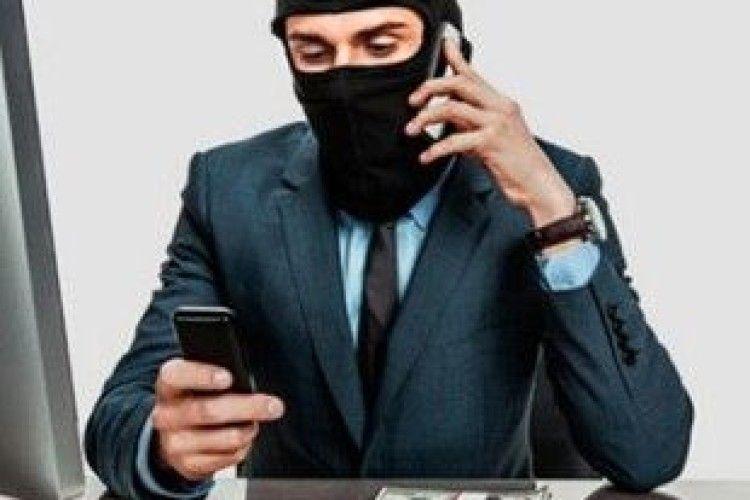 «Липові» працівники банку видурили 8 тисяч