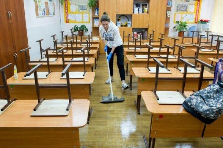 Школярів більше не зможуть залучати до прибирання класів