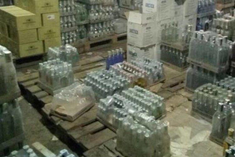 У Володимирі-Волинському виявлено склад із контрафактним алкоголем