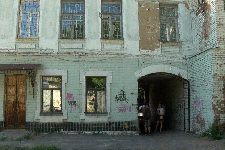 «Тріщини на стелі та стінах»: розповіли про стан садиби  Олександра Олеся