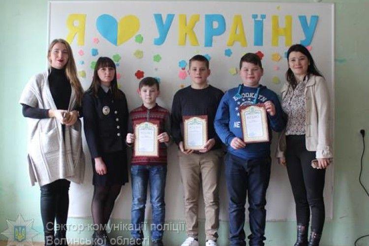 Троє ковельських семикласників одержали від поліції подяки за чесність і порядність