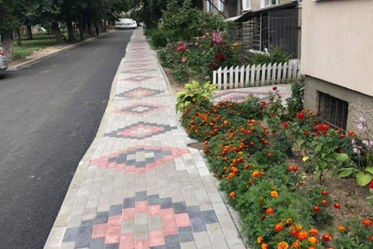 Радник міського голови Луцька показав, які клумби хоче бачити біля кожного будинку