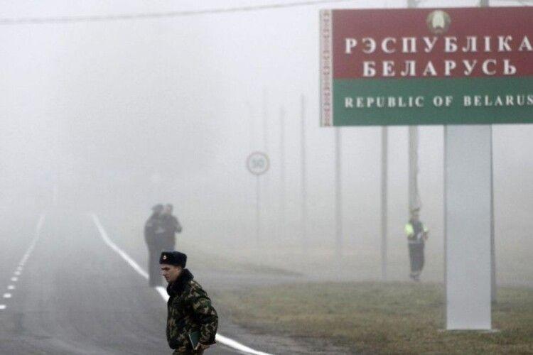 Виїзд із Білорусі можуть зробити платним