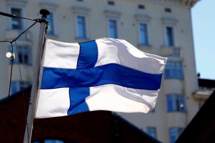 На Московії дві школярки, аби не йти 1 вересня до школи, спробували на таксі дременути до Фінляндії