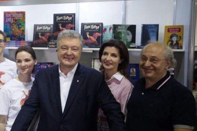 Взірець боротьби за Україну і рідне слово: Петро Порошенко привітав Івана Малковича з ювілеєм