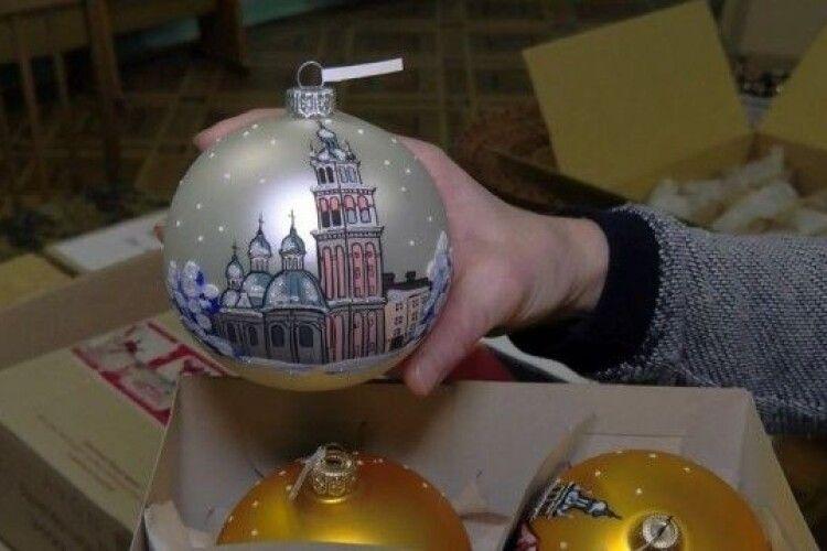 Іграшки з історією: які новорічні прикраси зберігають в музеях Волині