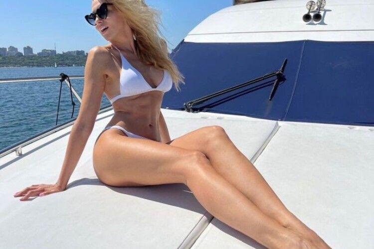 Полякова позувала в бікіні на яхті і «пожалілася», що схудна на 5 кілограмів (Фото)