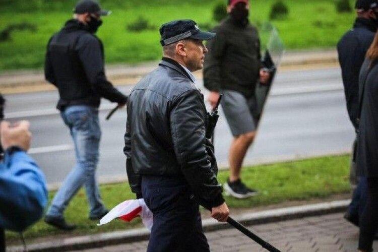 Стрибали у річку, рятуючись від силовиків: у Мінську затримали рятувальників, які допомагали протестувальникам