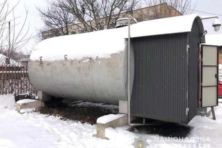 У Квасилові на Рівненщині полісмени накрили підпільну автозаправку (Фото)