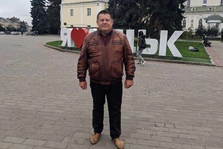 «На бандерівщину їдете?»: луганчанин возить людей зі Сходу до Луцька, щоб об'єднати Україну (Фото, відео)