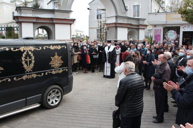 У Луцьку попрощались з митцем Олександром Огородніком (Фото)