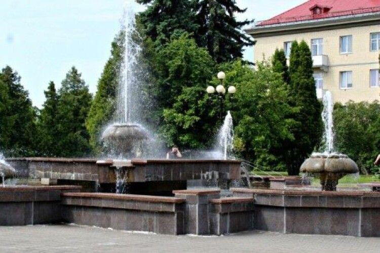 У Луцьку фонтани вмикатимуть на замовлення усіх охочих. За гроші