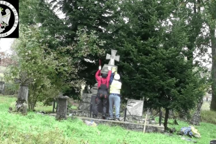 В'ятрович назвав умову, за якої полякам дозволять ексгумацію могил в Україні