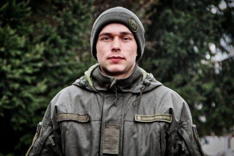 Солдат-нацгвардієць врятував трьох чоловіків, які потрапили в ДТП (Фото)