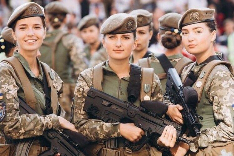 В українській армії служать майже 60 тисяч жінок