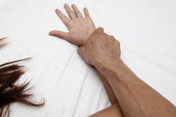 Волинянину, який неодноразово вчиняв сексуальне насильство, повідомили про підозру