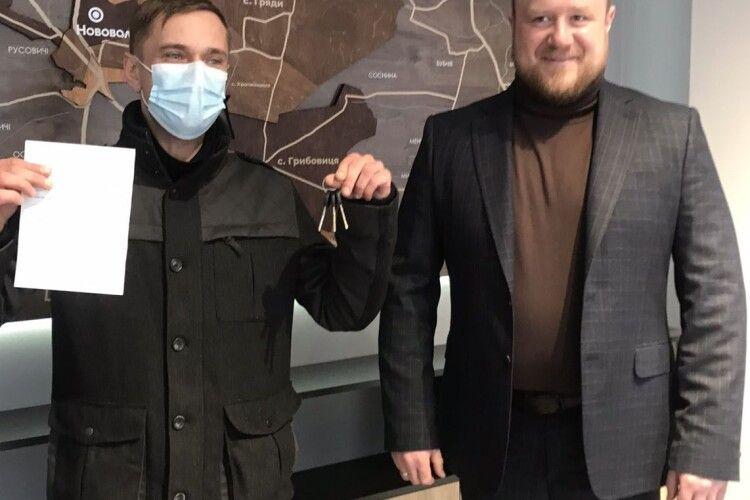 У Нововолинську учаснику АТО вручили ключі від квартири