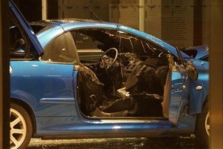 Чоловік на авто протаранив штаб-квартиру політичної партії