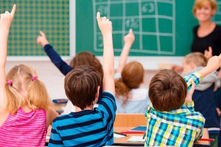 У місті на Волині у школах продовжили навчання до середини червня