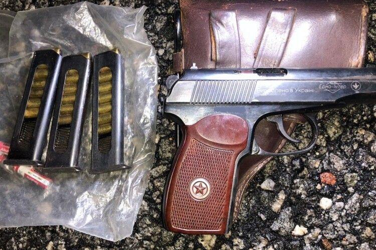 В зоні ЧАЕС затримано трьох порушників з металошукачами та пістолетом (Фото)