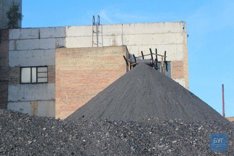 Чужоземне «чорне золото» йде в Україну, а нововолинське лежить на складах