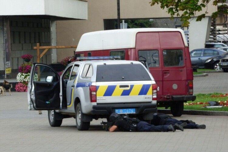 Як почувається поліцейський, у якого стріляв терорист