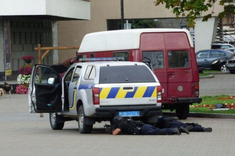 Луцький терорист вистрілив у поліцейського (Відео)