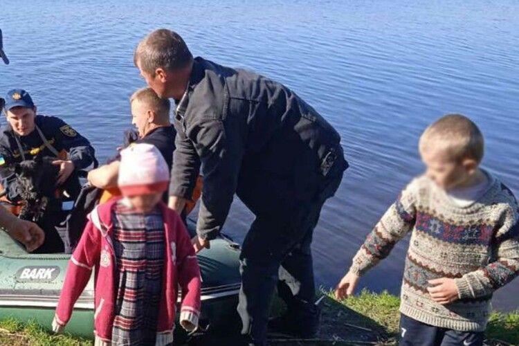Бійці ДСНС врятували трьох дітей, яких ледь не вкрала річка Вовк