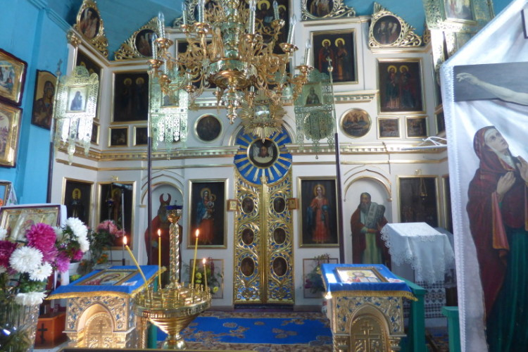 """"""" Коли реставрували іконостас, то щось блиснуло прямо в куполі, як розряд блискавиці"""",— каже отець Олександр."""